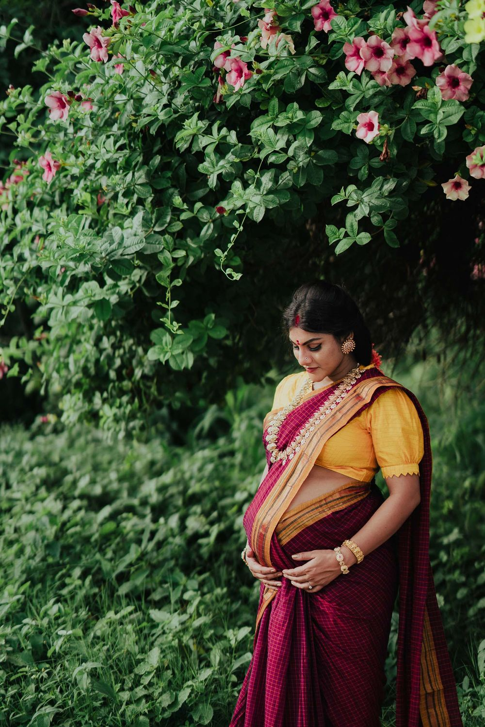 maternity photoshoot in saree, 9 months pregnant woman holding her maternity belly,