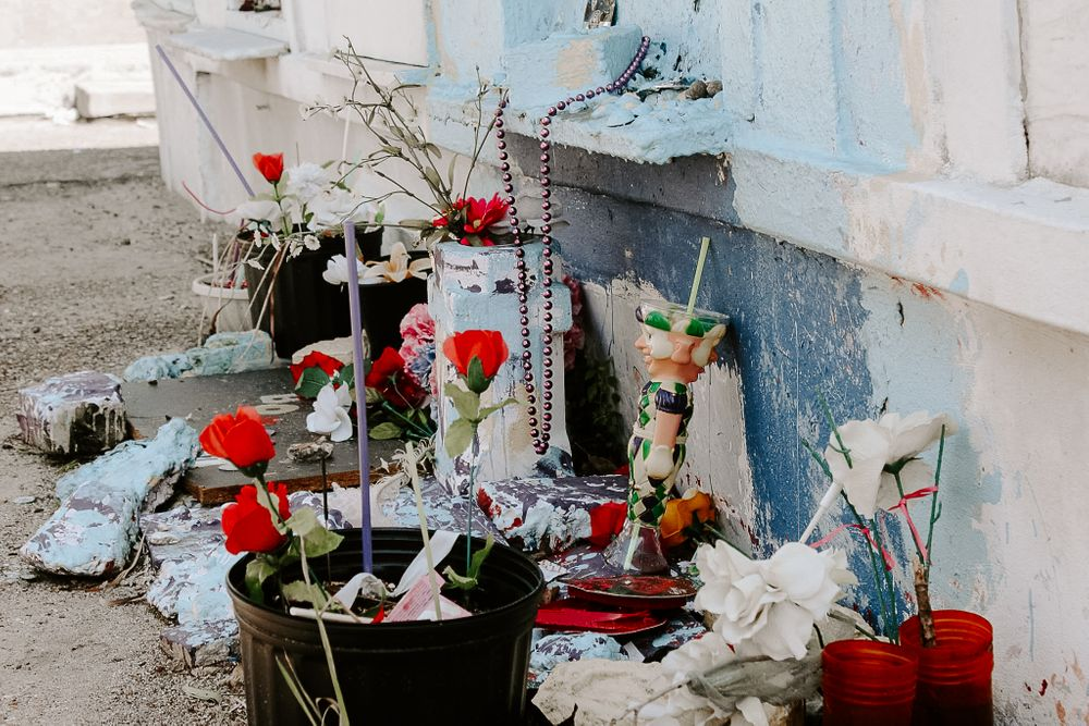 gifts let in St. Louis Cemetery for the deceased