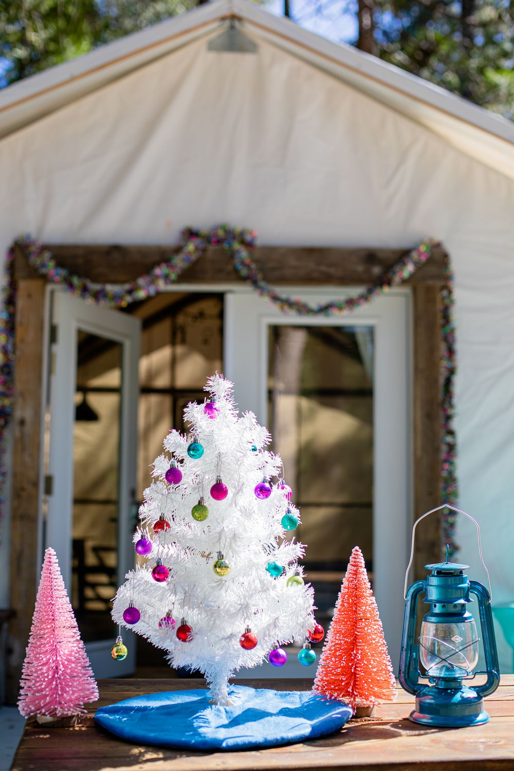 Inn Town Campground Modern Retro Christmas Decorations | Lenkaland Photography