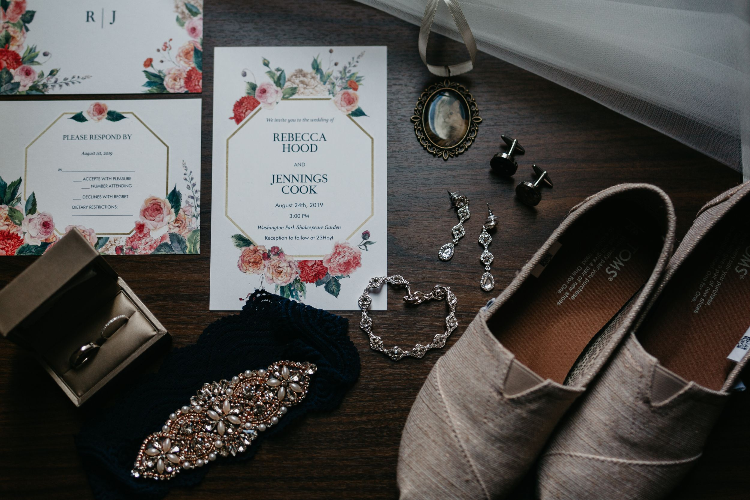 moody wedding details, Oregon wedding ideas, moody, wedding, Oregon, Portland, floral, diamonds