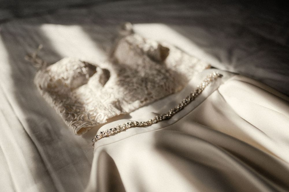 bhldn-wedding-dress-detail-photo-desmoines-iowa-raelyn-ramey-photography