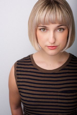 headshots nyc of actress with blonde bob