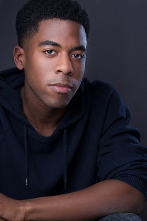 headshots nyc of actor shonnon marshall in hoodie