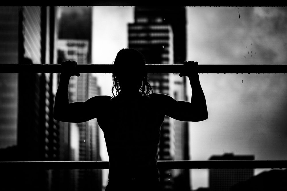 fitness pull up photoshoot in chicago black and white