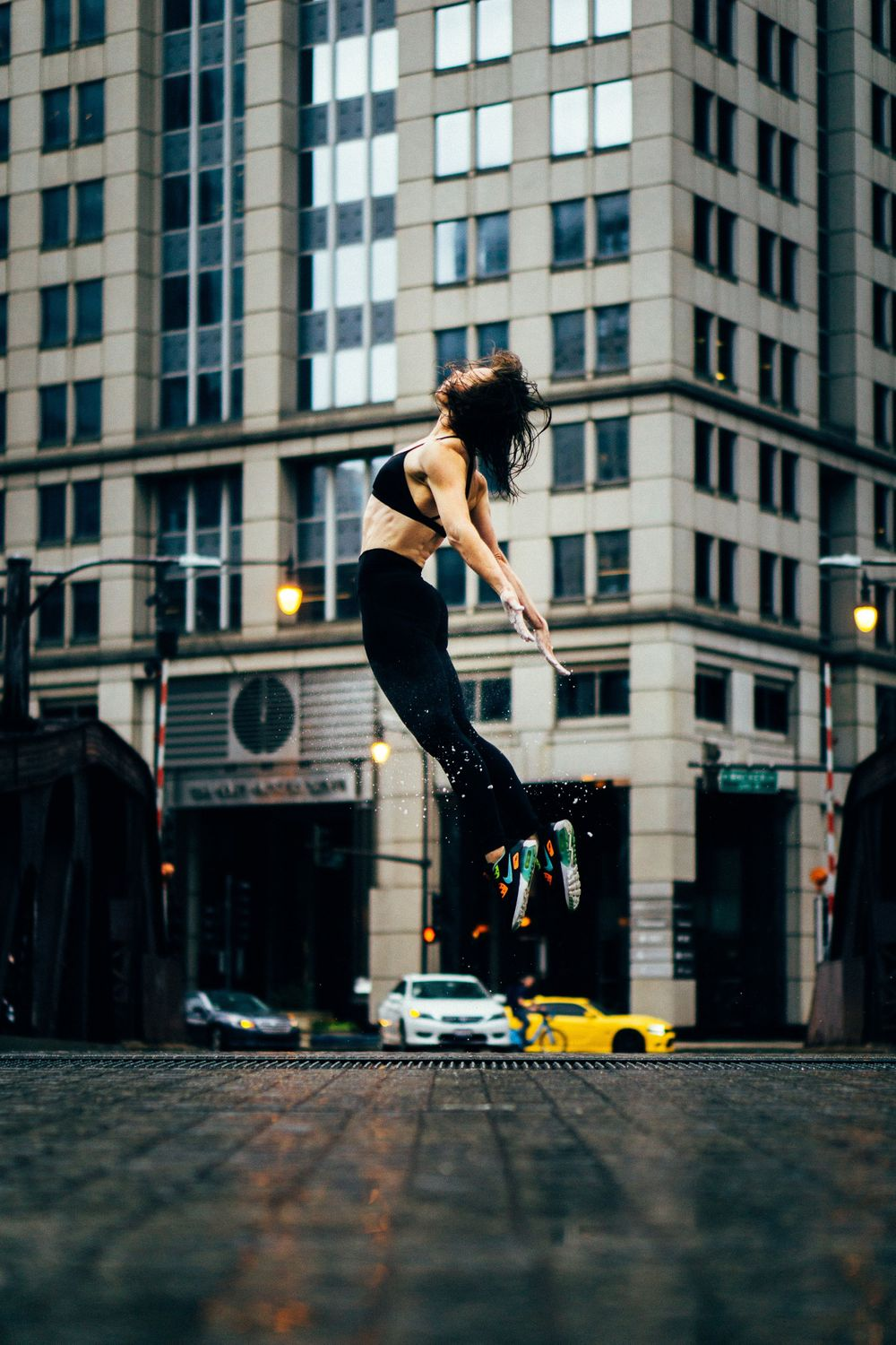 fitness jumping photoshoot in chicago river walk
