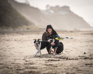 Ella Chedester at the Oregon Coast with her border Collie / Aussie Lucy