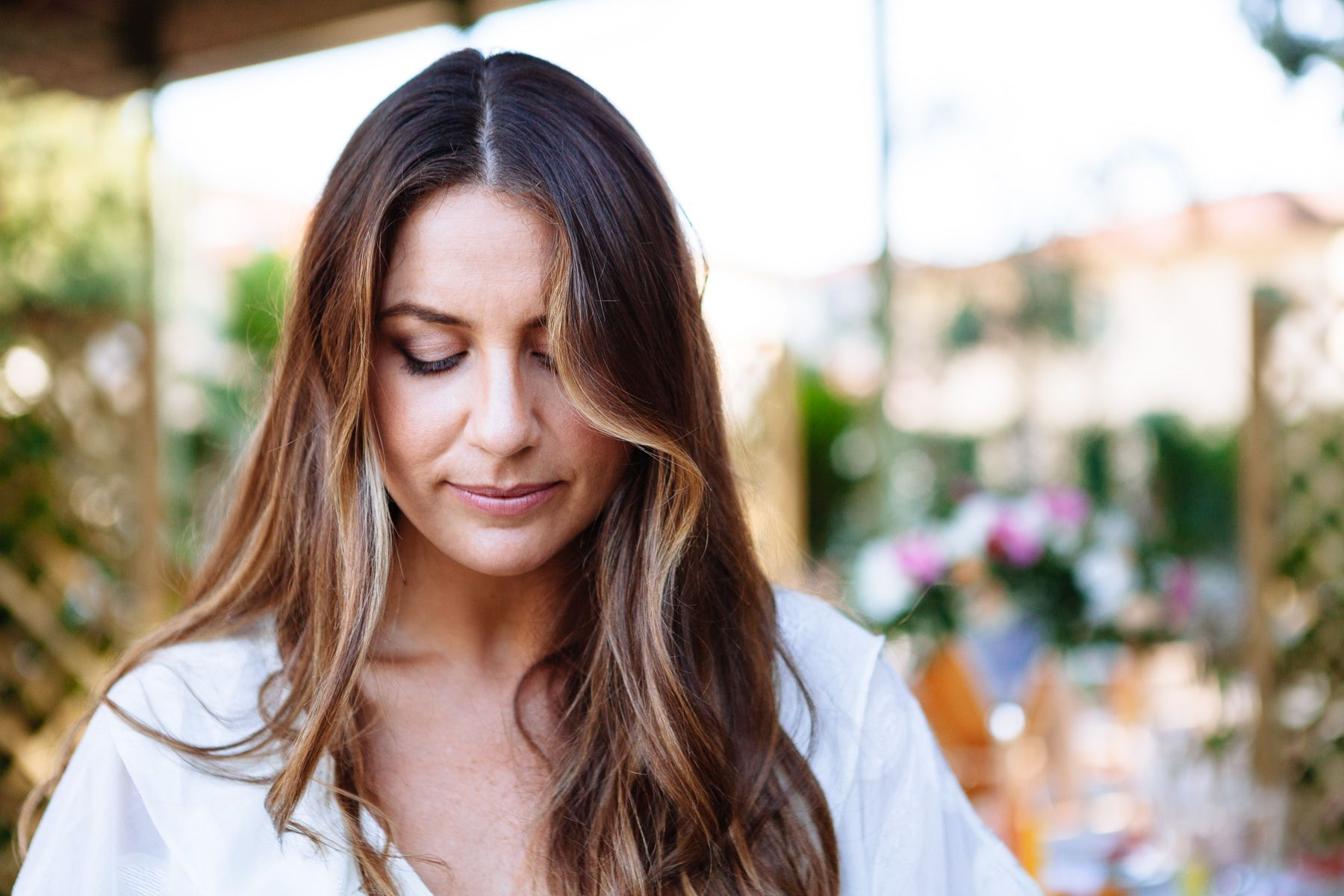natural and relaxed wedding hair and makeup inspiration for an intimate wedding in Tuscany