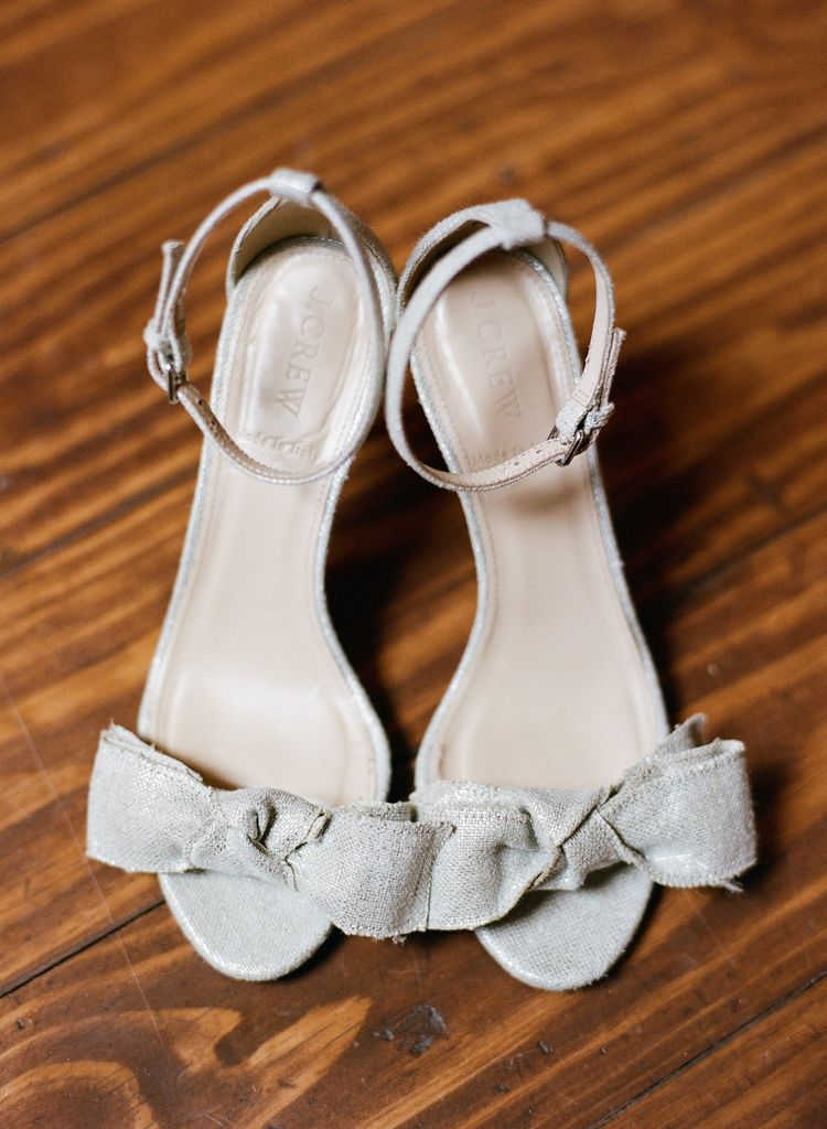 Oklahoma wedding photographer Aaron Snow Photography Springs Events bride shoes