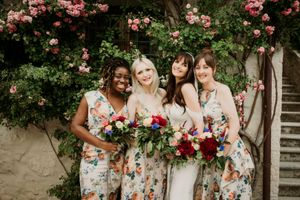 wedding planning 2022, bridesmaids, floral, cool bridesmaids